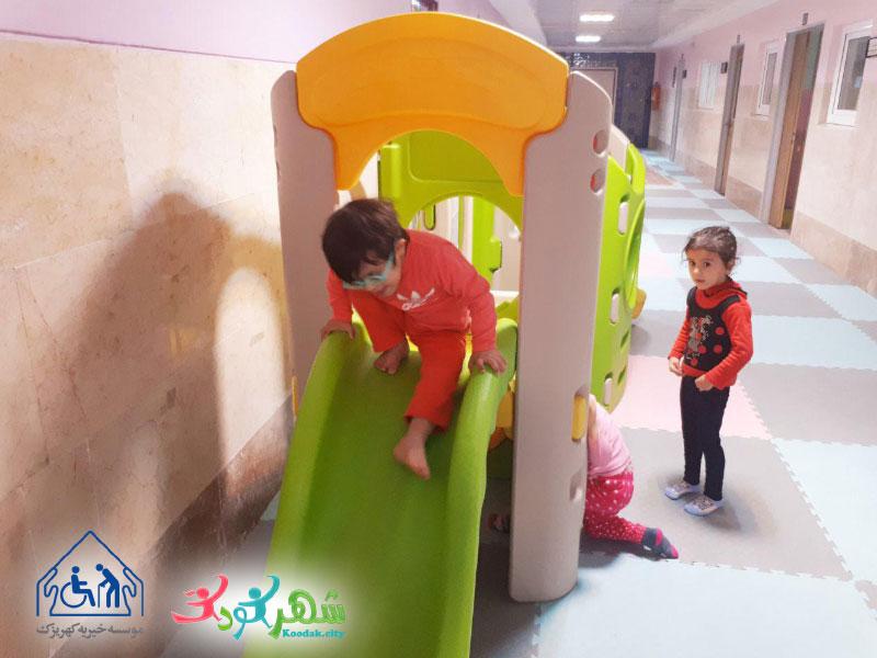هدایای شهر کودک به موسسه خیریه کهریزک