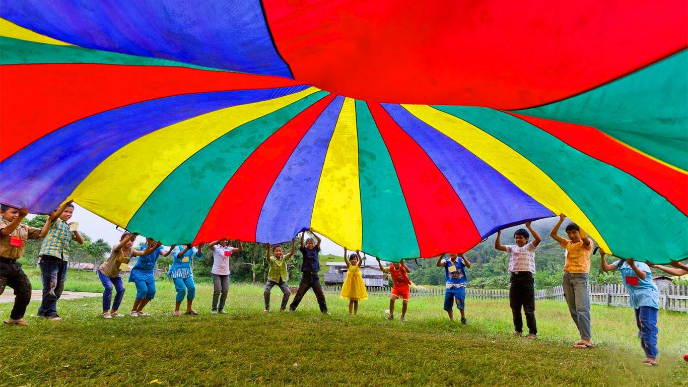 بازی پاراشوت چیست و چه فوایدی برای کودکان دارد؟
